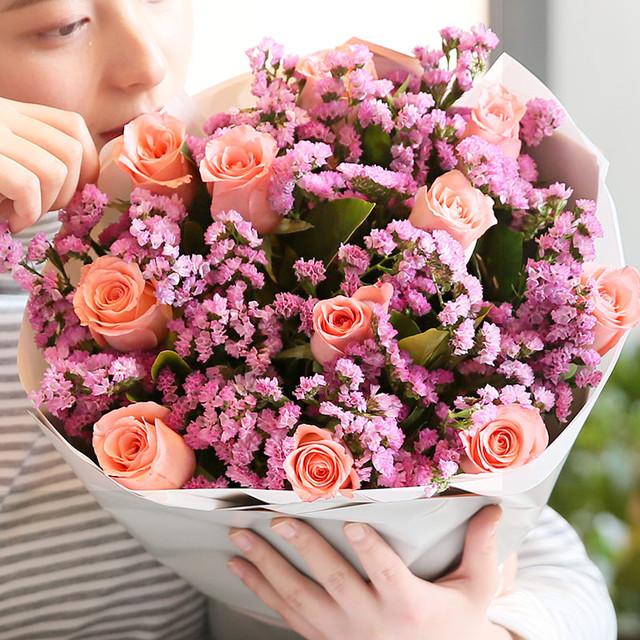 爱如阳光 - 11枝戴安娜粉玫瑰,搭配粉色勿忘我,栀子叶