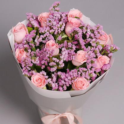 和女对象分顺手递送花